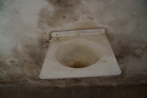 A non-functioning sink.  It may have worked during that time...but there is no evidence of pipes.