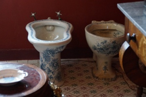 If my bidet was painted like this I would be using this r'veryday!