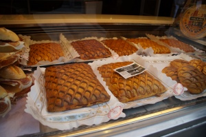 These pastries were AMAZE BALLS.  It was filled with tomato sauce, chorizo, and other meats.
