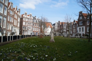 The Begijnhof where the oldest house in Amsterdam is located.  It's also know as my new Spring home.
