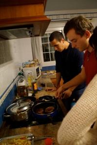 Da men cooking da burgers